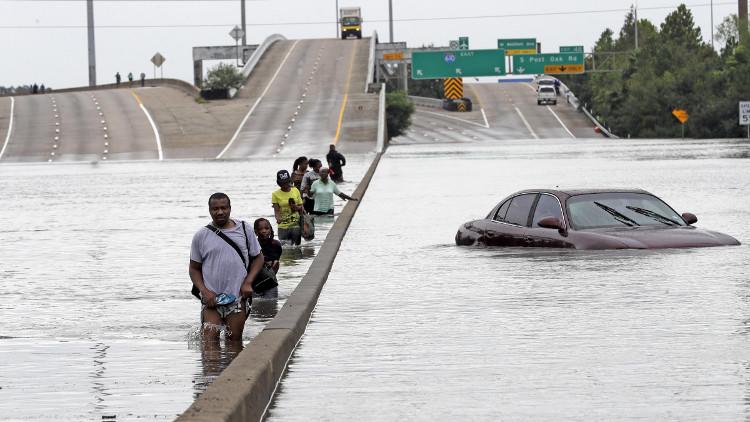 Đường phố Houston, Texas, ngập lụt nặng nề do siêu bão.