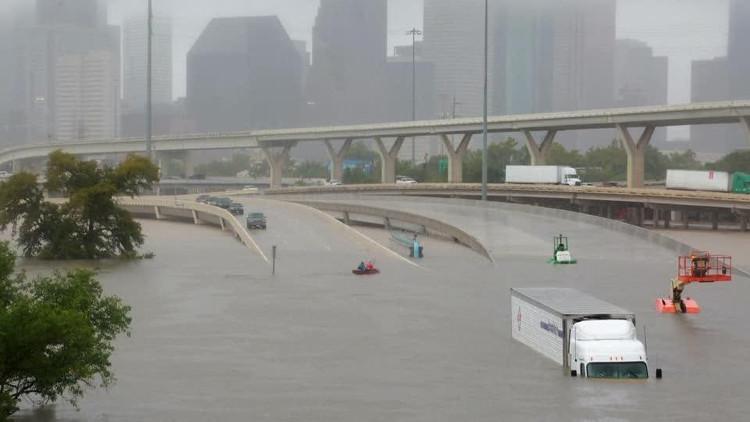Quang cảnh ngập nước trên các đường phố thuộc bang Texas.