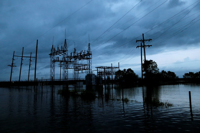 Đến ngày 29/8, trời vẫn vần vũ mây đen dọa mưa do bão Harvey gây ra