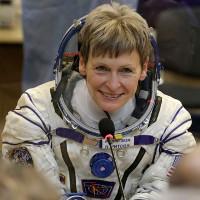 Phi hành gia Mỹ phá kỷ lục sống trong vũ trụ trở về Trái Đất