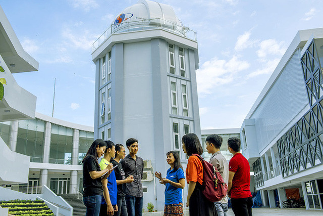 Sinh viên ĐH Nha Trang nghe giới thiệu tiềm năng hoạt động của đài thiên văn