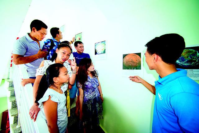 Phòng trưng bày hình ảnh, hiện vật rộng khoảng 200m2