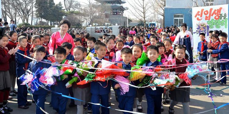 Lễ khai giảng được tổ chức trang trọng ở Triều Tiên.