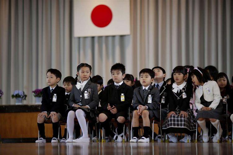 Lễ khai giảng đơn giản ở Nhật Bản.