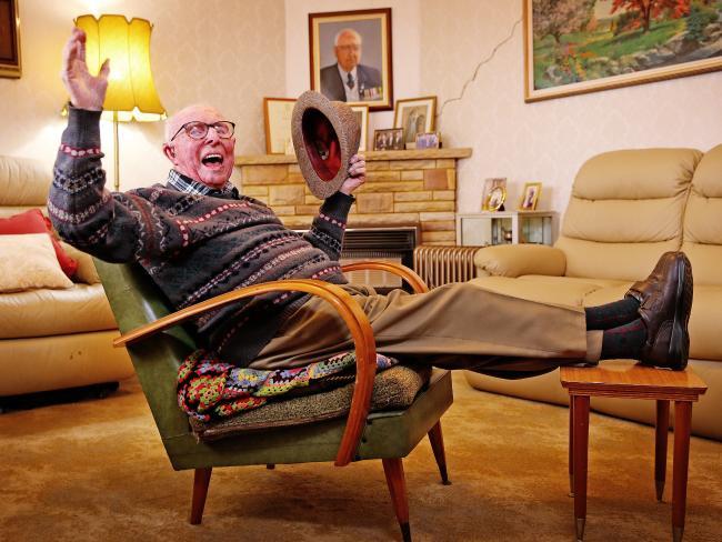 Hơn 100 tuổi, Bert vẫn hoạt bát và vui vẻ.