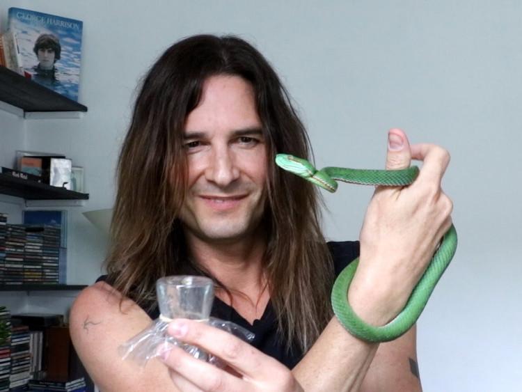 Ludwin vừa miễn nhiễm với nọc rắn, vừa có sức khỏe dồi dào lại vừa khiến anh trẻ ra.