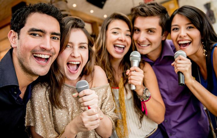 """Nếu hát hò, cao giọng liên tục trong thời kỳ """"đèn đỏ"""", bạn có thể bị mất giọng."""