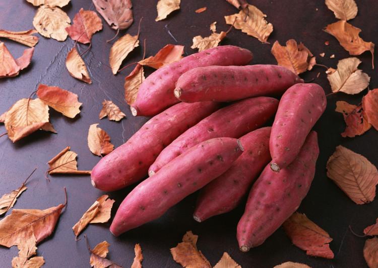 Khoai lang được sử dụng trong vai trò của cả rau lẫn lương thực.