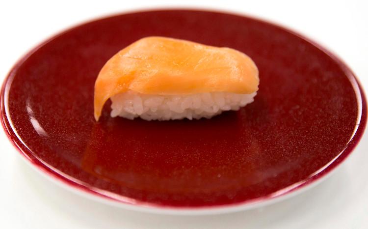 Một miếng sushi được tạo nên bởi robot