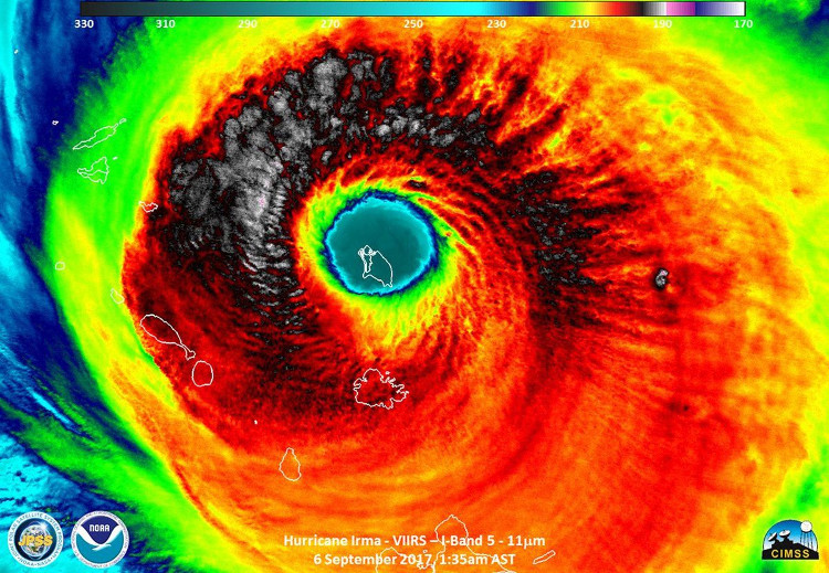 Ảnh vệ tinh hôm 6/9 chụp mắt bão Irma với đảo Barbuda ở ngay trung tâm.