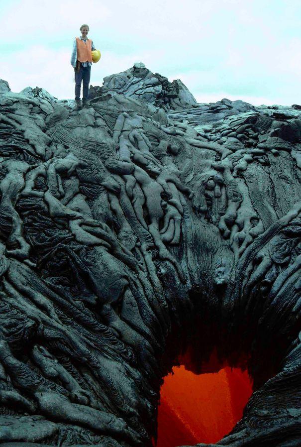 Miệng núi lửa này trông giống như cánh cửa xuống địa ngục