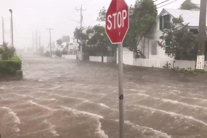 Các con phố của thành phố Key West bắt đầu ngập lụt vào lúc 7h30 giờ địa phương sáng 10/9