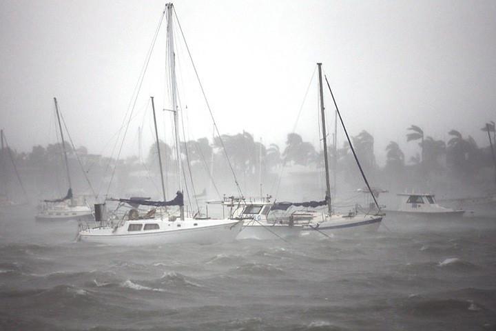 Cơn bão cấp 4 (theo thang xếp hạng của Mỹ) đã tấn công toàn bộ quần đảo Florida Keys