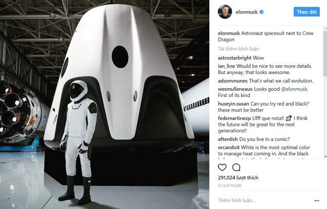Thông báo trên Instagram của Elon Musk về bộ đồ phi hành gia mới.