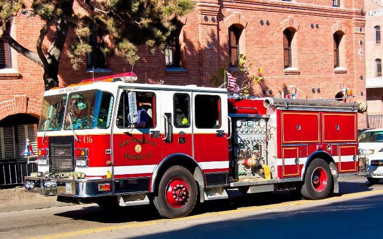 Một trong những đặc điểm đáng chú ý nhất của xe cứu hỏa chính là màu đỏ tươi của nó.