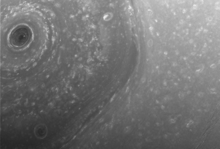 Nhiều hình ảnh mới về sao Thổ được tàu Cassini gửi về Trái Đất.