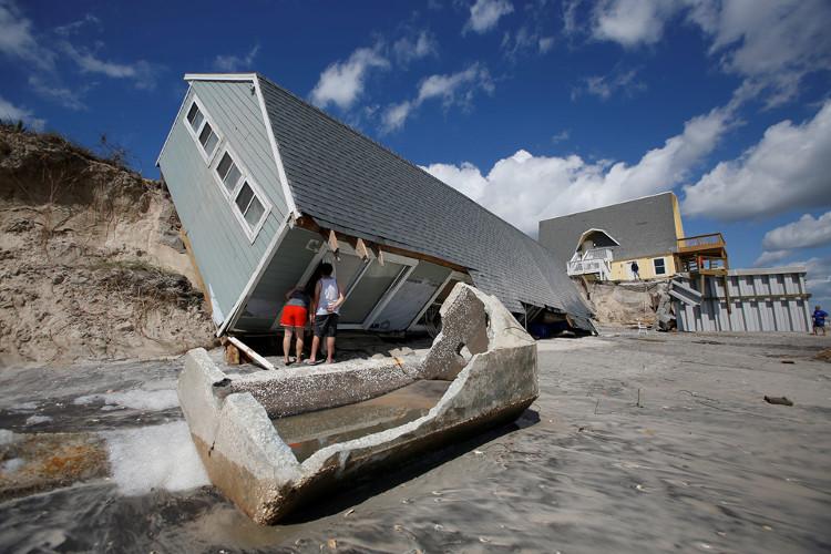 """""""Siêu bão thế kỷ"""" cuối cùng cũng qua đi, người dân Florida bắt đầu lại cuộc sống"""