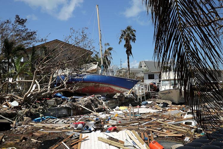 Trước đó, bão Irma quét qua vùng biển Caribe, để lại trên đường đi của nó những dấu vết của sự tàn phá.