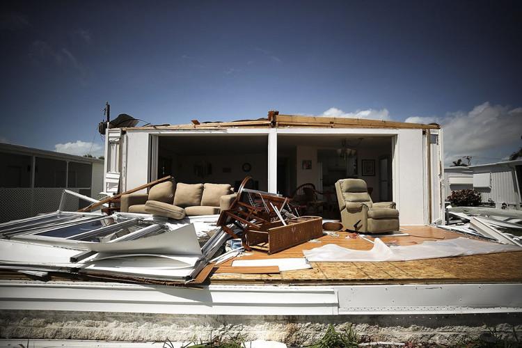 Ngôi nhà bị phá hủy hoàn toàn tại công viên nhà di động Naples Estates, Florida, hôm 11/9.