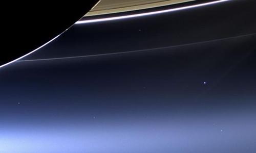 Tàu Cassini chụp lại hình ảnh Trái Đất từ sao Thổ.