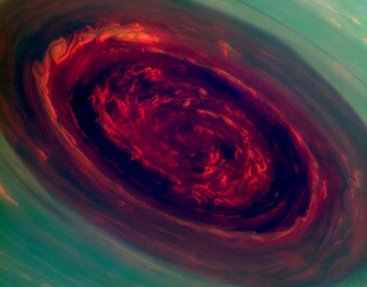 Hình ảnh một cơn bão ở cực Bắc của Sao Thổ.
