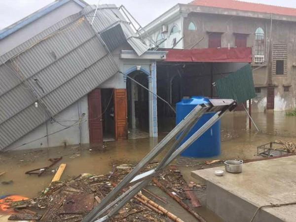 Ngôi nhà bị tốc mái ở Ba Đồn.
