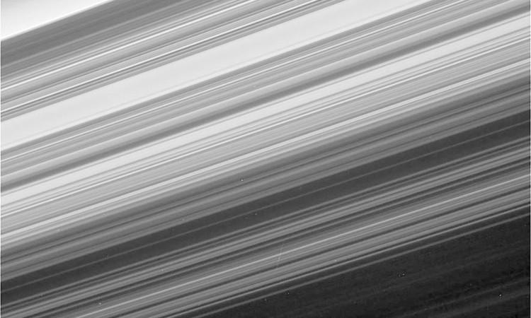 Một trong những hình ảnh cận cảnh và chi tiết nhất về các vành đai sao Thổ