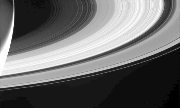 Cassini chụp lại hình ảnh sao Thổ cùng các vành đai trong lần bổ nhào cuối cùng xuống khí quyển của hành tinh này.