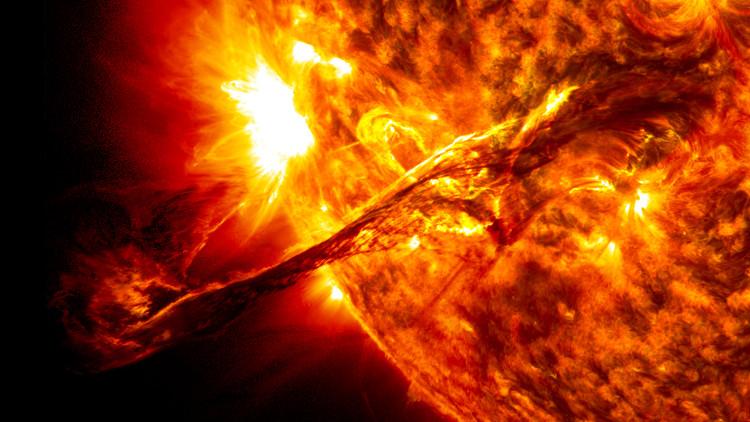 Khi gió Mặt Trời tới Trái Đất, nó có tốc độ khoảng từ 400km/s đến 700km/s