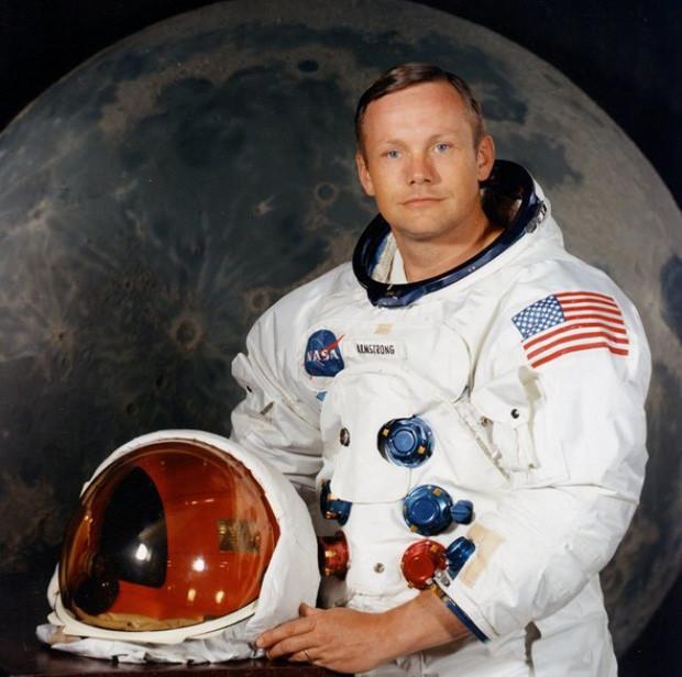Phi hành gia Neil Amstrong.