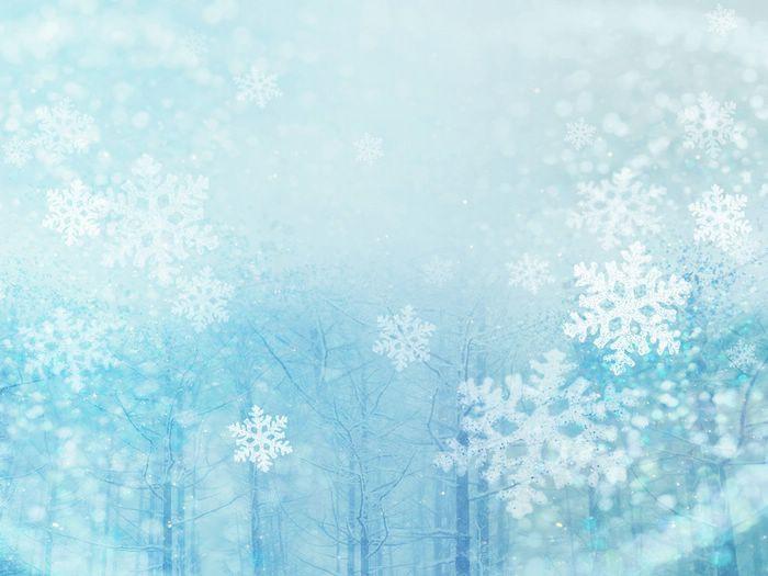 Do hiện tượng phản xạ và khúc xạ ánh sáng, lúc đó bông tuyết sẽ biến thành màu trắng.