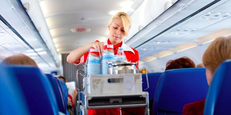 Hành khách hỏi xin nước trên máy bay để nấu cháo