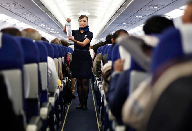An toàn trên máy bay là điều rất quan trọng mà các hành khách phải tuân thủ.