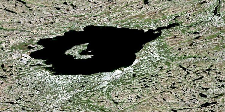 Thiên thạch khổng lồ đâm xuống Trái đất tạo nên miệng hố rộng 28km.