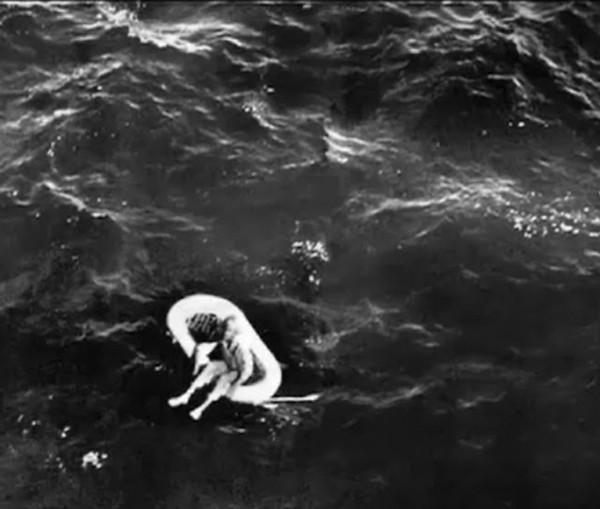 Terry 11 tuổi trong khi đang lênh đênh trên biển.