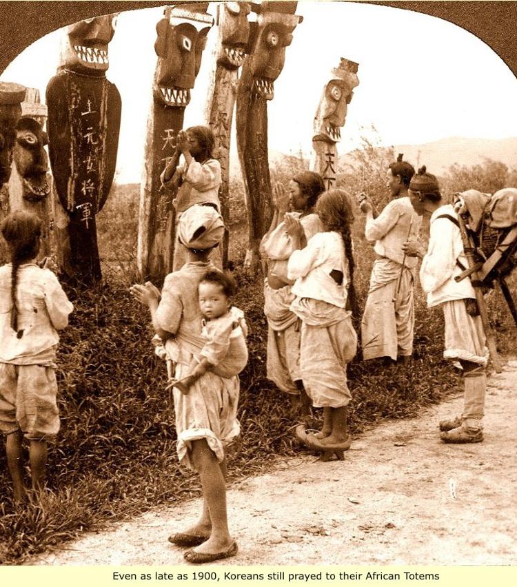 Người Triều Tiên có mặt để thờ cúng thần Sindo ở Seoul năm 1900.
