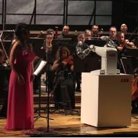 Nhạc trưởng robot tự tin chỉ huy dàn nhạc Italy