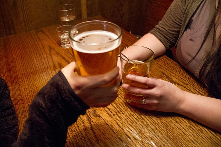 """Người mắc chứng """"tự động ủ bia"""" có tửu lượng cao."""