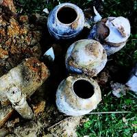 Đào hố chôn cột điện, phát hiện nhiều cổ vật thời Lê ở Hà Tĩnh