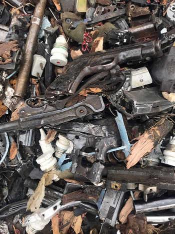 Súng trường, súng ngắn, súng lục ổ quay hay thậm chí là cả súng săn đều bị tiêu hủy.