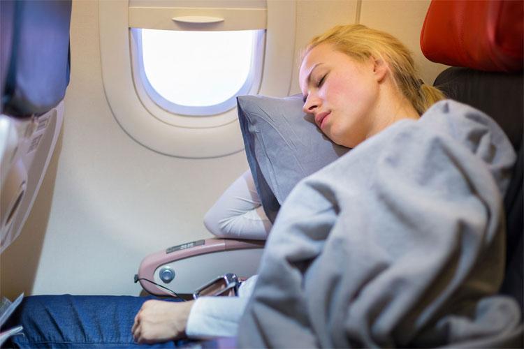 Hãy đặt báo thức nếu bạn có ý định tranh thủ giờ bay cho một giấc ngủ ngắn