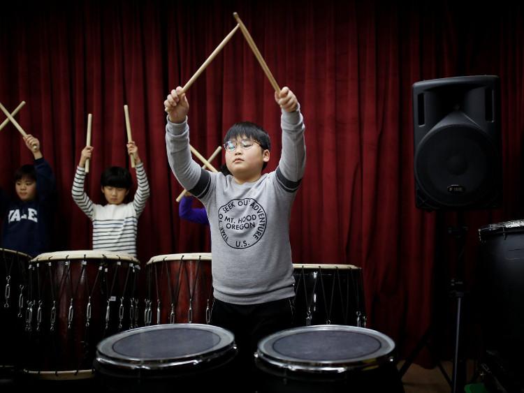 """Việc """"nhảy lớp"""" có thể giúp thúc đẩy thành tích của trẻ"""