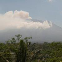 Nguy hiểm núi lửa Indonesia rung chuyển 500 lần/ngày