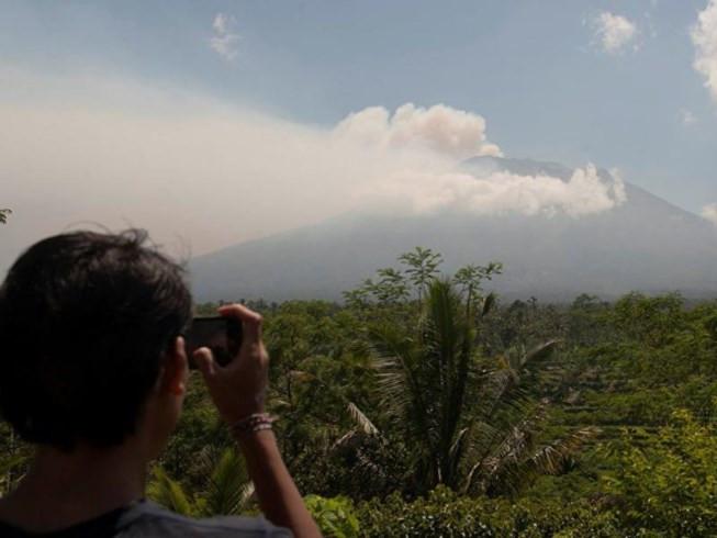 Núi lửa Mount Agung đang đến giai đoạn nguy hiểm, có thể phun trào bất cứ lúc nào.