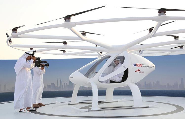 Chiếc taxi bay đầu tiên trên thế giới vừa được thử nghiệm tại khu vực Jumeirah Beach Residence, Dubai.