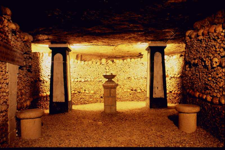 Catacombes de Paris (Hầm mộ Paris).