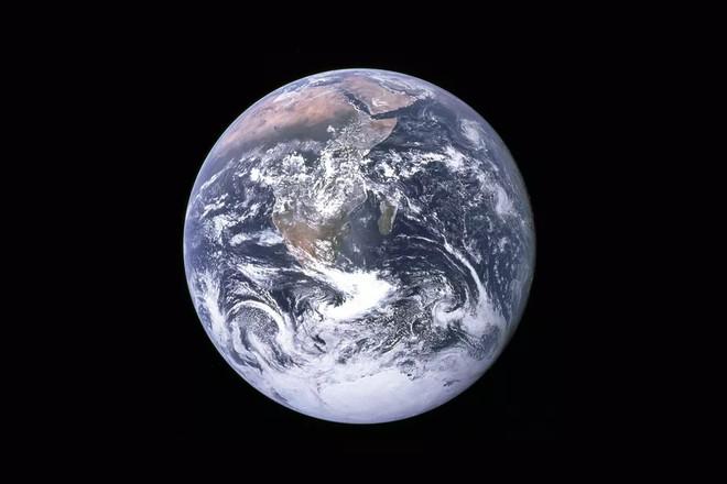 Thưa anh, Trái Đất hình cầu.