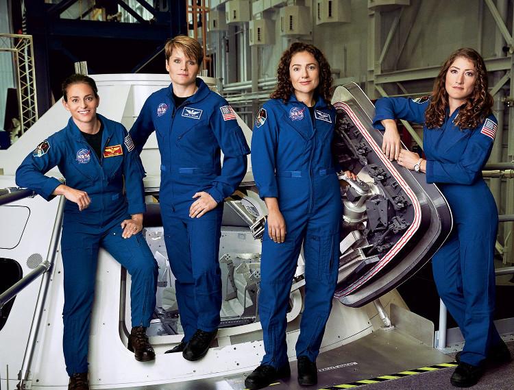 Du hành sao Hỏa gồm một đội nữ phi hành gia xinh đẹp thế này cơ.