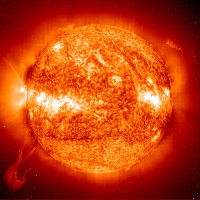 Đường kính của Mặt trời lớn gấp 109 lần đường kính Trái đất.