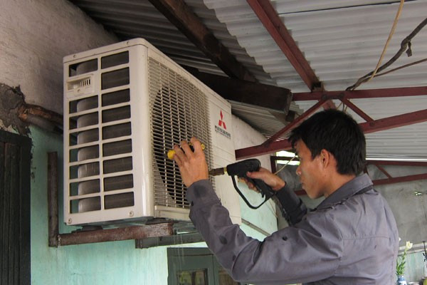 Điều hòa chảy nước ở cục nóng cũng có thể do lỗi lắp đặt kém.